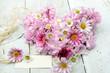 Auszeit: Herz aus Japanischen Kirschhblüten und Margeriten