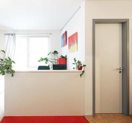 Empfangstresen mit Tür