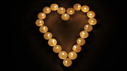 Corazón hecho con velas