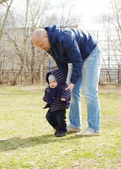 father learns his son to go outdoors in spring