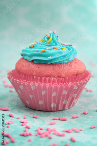 Sticker Pink and blue cupcake