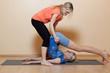 Yoga mit Hilfestellung