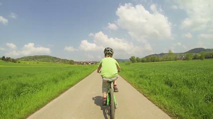 Kind fährt Fahrrad, Zeitraffer