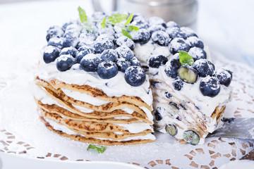 Schwedische Pfannkuchentorte mit Blaubeeren