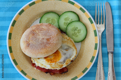 English muffin with fried egg and bacon