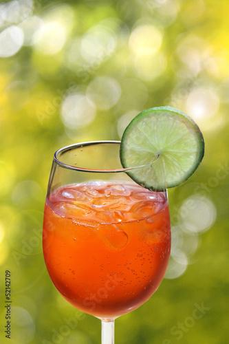 aperol spritz vor sommer bokeh