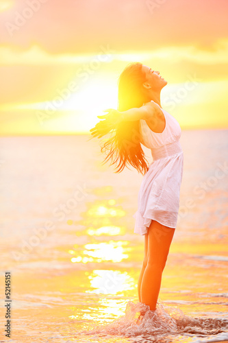 Leinwanddruck Bild Free woman enjoying freedom feeling happy at beach
