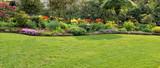 Garten mit Rasenfläche - 52148141