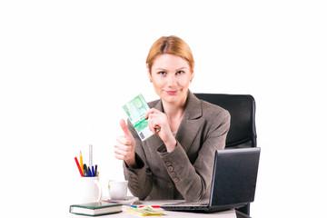 успешная женщина с пачкой денег в руке