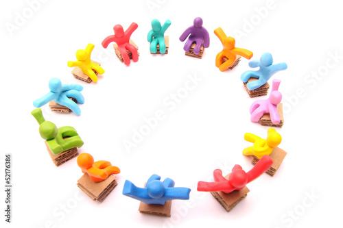Stuhlkreis symbolkarte  GamesAgeddon - Kreis bunter Kinderhände - Lizenzfreie Fotos ...