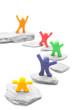 bunte Knetmännchen auf unterschiedlichen Stufen ihrer Karriere