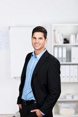 portrait geschäftmann im büro