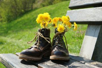 Wanderstiefel mit Blumen