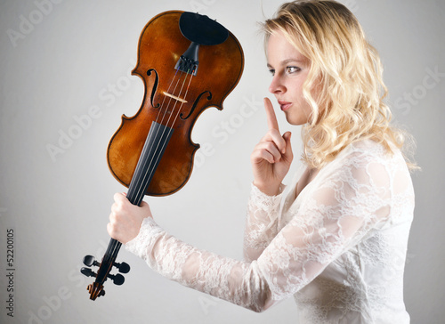 Woman with Violin silencium