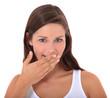 Junge Frau hält sich die Hand vor den Mund