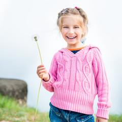 girl holds in her hand dandelion