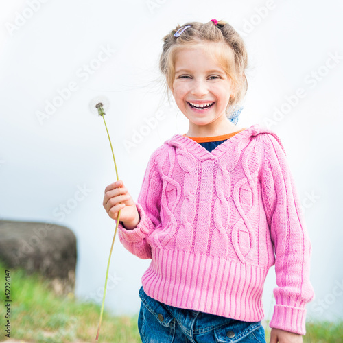 girl holds in her hand dandelion