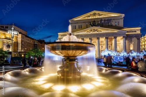 mata magnetyczna Fontanna i Teatr Bolszoj Oświetlone w nocy, Moskwa, R