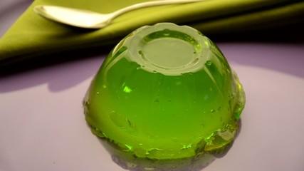 Postre de gelatina sabor manzana