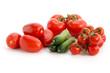 Verschiedene Tomatensorten und Gurken