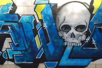 GRAFFITI ABSTRACTO DE COLORES CON LETRAS ARTÍSTICAS AZULES