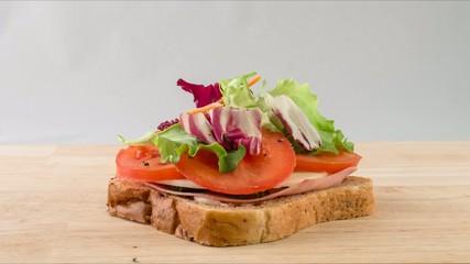 sandwich con prosciutto e formaggio