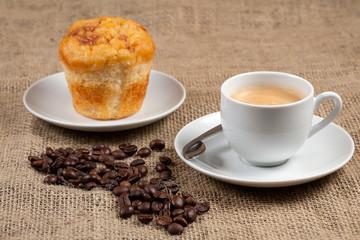 Desayuno con cafe y muffin