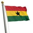 Die Flagge von Ghana flattert am Fahnenmast