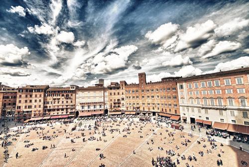 cudowny-widok-z-lotu-ptaka-piazza-del-campo-siena