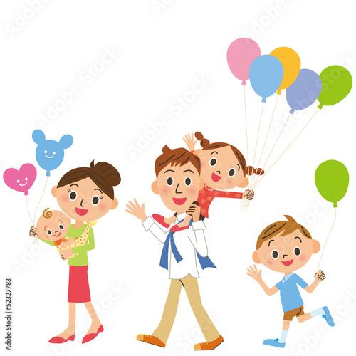 風船を持つ家族集合