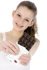 Schülerin mit Schokoladentafel