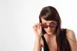 sguardo da sotto gli occhiali