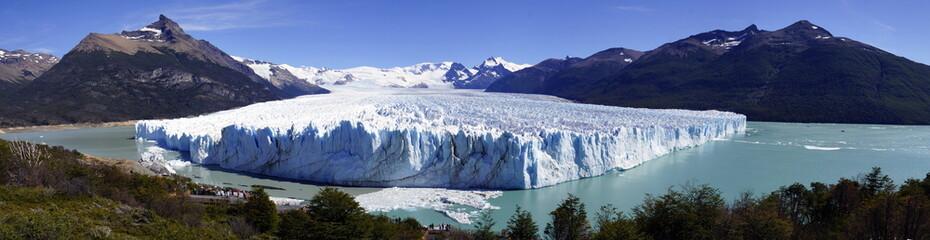 ледник на озере
