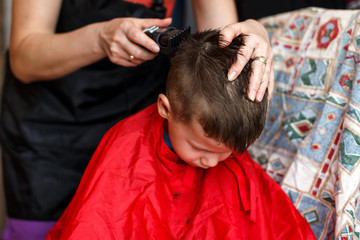 Haircut for boy at home with machine