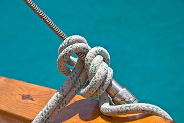 Noeud de marin, fond mer turquoise