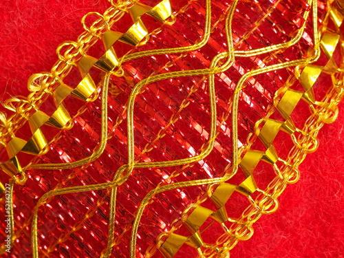 Goldene Schleife ziert Geschenk