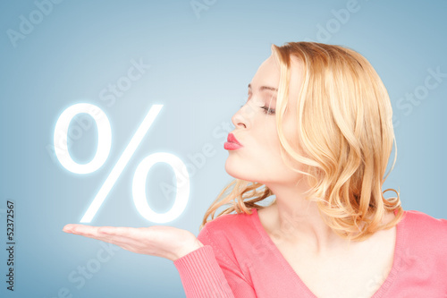 woman showing sign of percent in her hand