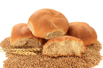 Raw Wheat Kernels, Wheatears and Whole Wheat Buns