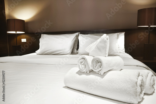 canvas print picture towels on bed