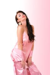 девушка в розовой ночной рубашке и халате