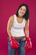Девушка в боксерских перчатках.