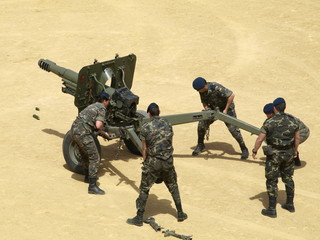 Montando artillería la Guardia Real 3