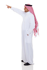 arabian man pointing up