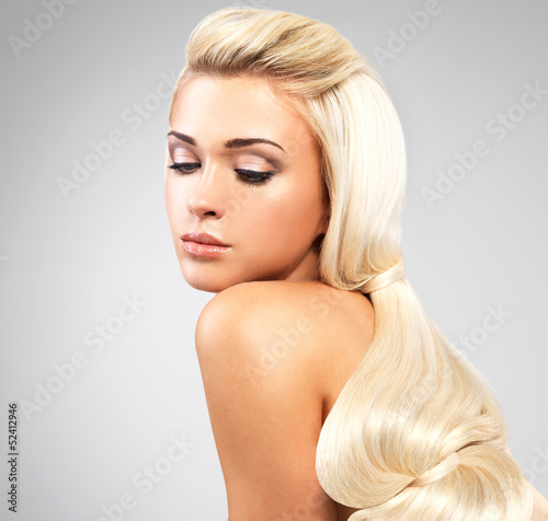Blond woman with long straight hairs