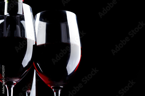 Foto op Aluminium Bar Red Wine Glass silhouette Black Background