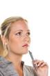 nachdenklicher Frau mit Kugelschreiber