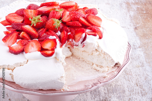 pavlova cake with strawberry