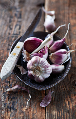 Garlic bulbs and cloves in a ceramic dish