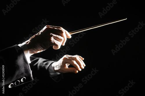 Fotobehang Muziekwinkel Orchestra conductor hands baton