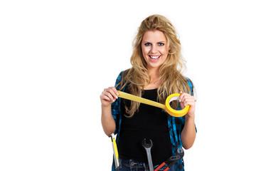 Junge hübsche Frau mit gelben Klebe Band lacht